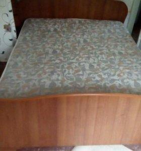 Огромная двухспальная кровать