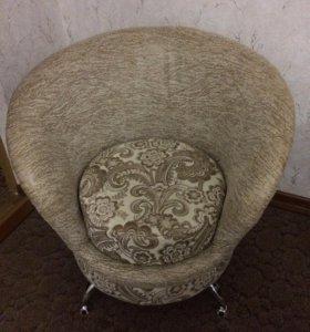 Мягкая мебель диван и два кресла.
