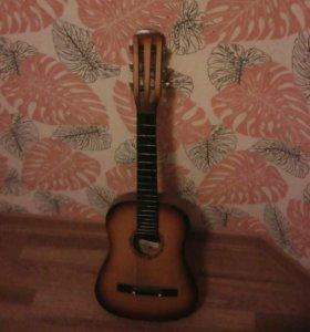 Продается гитара маленькая