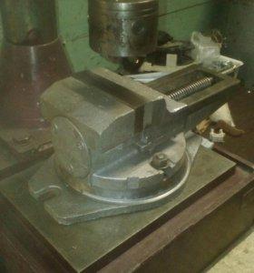 Тиски станочные  поворотные 125 мм