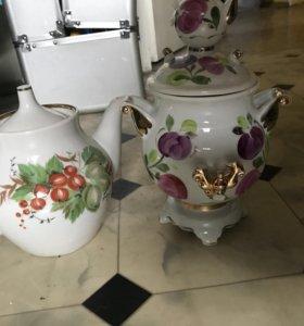 Фарфоровая сахарницам и чайник