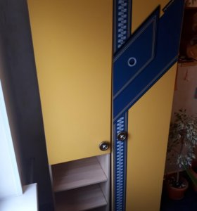 Шкаф(состоит из двух секций) Почти новый.