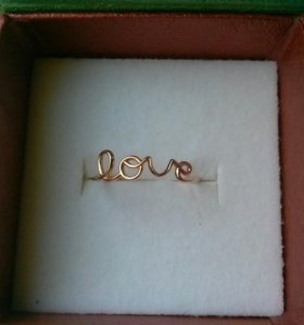 Золотое новое кольцо Love