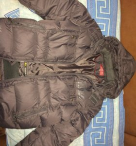 Новая спортивная куртка-пуховик цвета металлик