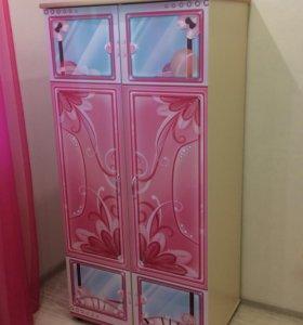 Детская мебель для девочки (шкаф, стол, стеллаж)