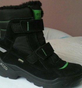 Ботинки ECCO. 38 Р