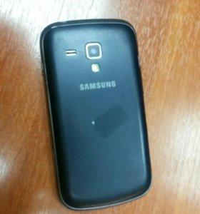 Телефон Samsung GT-S7562.