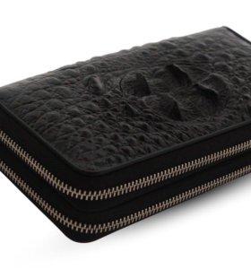 Клатч-кошелёк из крокодиловой кожи.