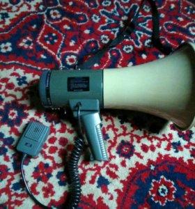 Ручной мегафон, рупор, громкоговоритель.