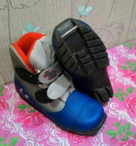 Ботинки лыжные 35р моломерят по стельке 21,5-22см