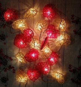 Новогодняя гирлянда с сердечками из ротанга