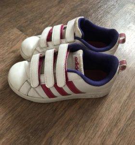 Продам кроссовки Адидас оригинал.