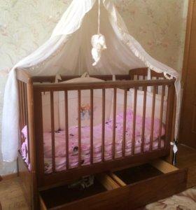Детская кроватка маятник, матрац, борты.