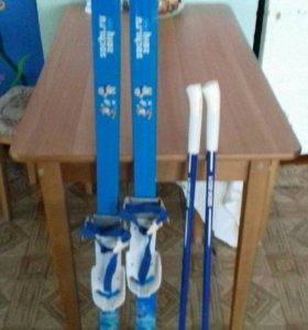 Детские пластиковые лыжи
