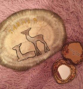 Сувенир и маленькое зеркало