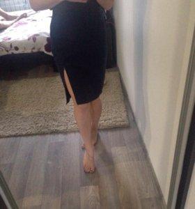 Элегантная юбка с разрезом