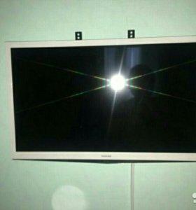 телевизор жк TOSHIBA 32EL934RB.вс.циф.тюнер.80см