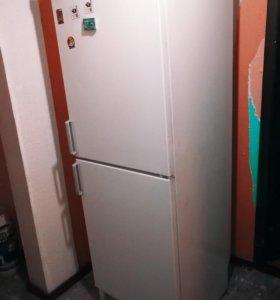 Холодильник Zanussi ZFC 375