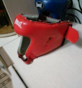 Шлем боксерский красный