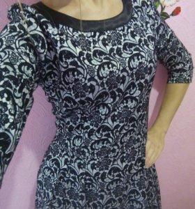 Нарядное платье с кружевной вставкой р. 42-44