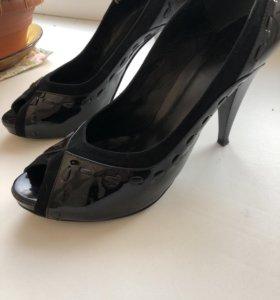 Лаковые натуральные туфли