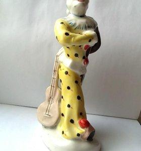 Фарфор. Клоун с гитарой