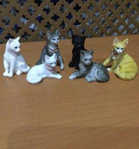 Коллекционные фигурки кошек