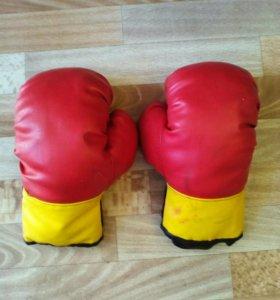 Детские боксерские перчатки.