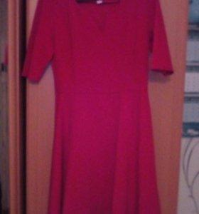 Платье 48размера.цвет красный,.