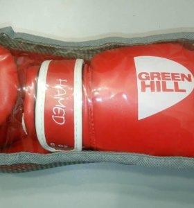 Боксёрские перчатки совсем новые +бинты