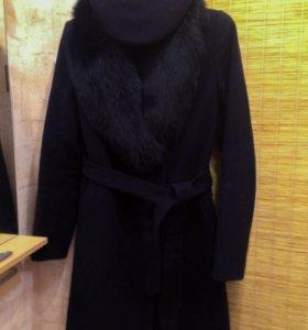 Шерстяное пальто с мехом песца