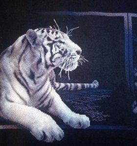 Картина. Вышита крестом. Белый тигр.