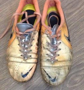 Бутсы футбольные Nike б/у