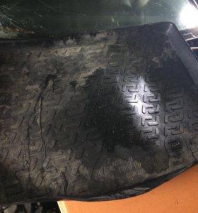Коврик багажника на форд фокус 2