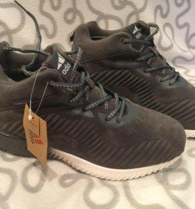 Зимние новые кроссовки
