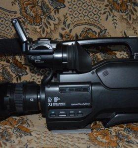 Видеокамера HXR-MC2000