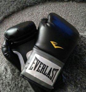 Перчатки тренировочные для бокса.