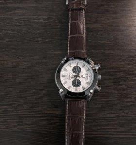 Часы с ремешком кожа