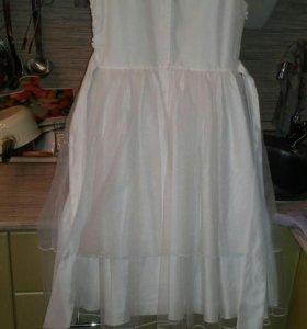 Нарядное платье для девочки рост 140 см.