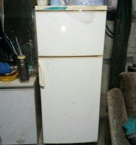 Холодильник стинол в хорошем состоянии.