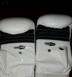 Шлем и перчатки для бокса