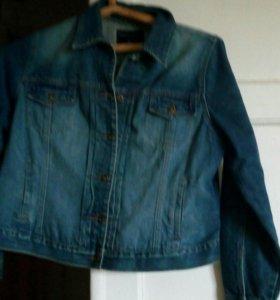 Куртка джинсовая размер 42-44,женская.