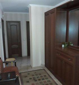 прихожая: шкаф, комод и зеркало