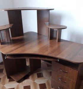 Компьиютерный стол