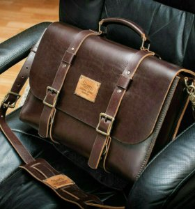 Деловая мужская сумка-портфель.