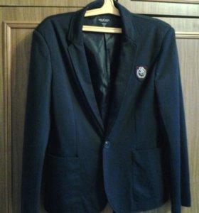 Пиджак,размер М,фабричный,
