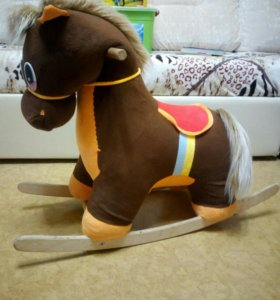 Лошадка качалка музыкальная.