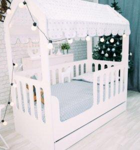 Кровать домик (стеллаж в подарок)