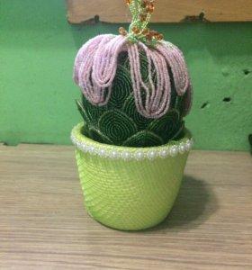 Декоративный кактус из бисера