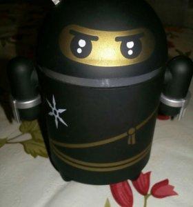 Колонка робот(андроид).Очень громкий и чёткий звук